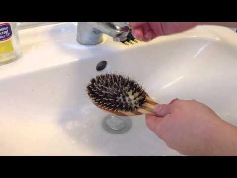 Wie man eine Wildschweinborstenbürste reinigen kann
